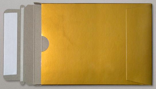 Edel und solide: Goldfarbene Kartonumschläge im Format DIN C4