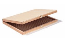 Lässt sich digital bedrucken: Feiner Holzkasten für VIP-Mailings