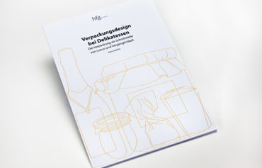Gesamtansicht der Broschüre mit goldenem Filigranmuster auf dem Titel