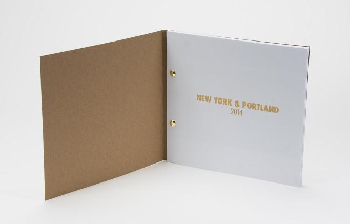 Broschüren mit halbverdeckter Buchschraubenbindung, Umschlag aus Kraftkarton, Innenansicht