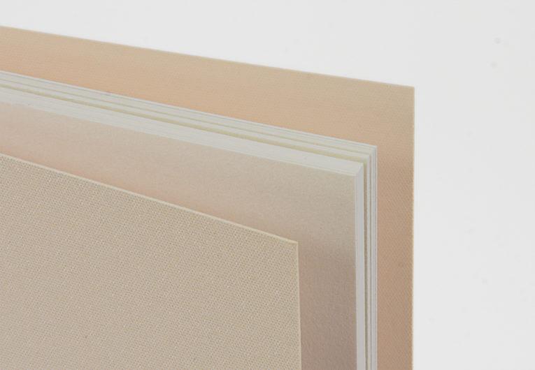 524-Broschuere-schwarze Faelzelbindung-210x210mm