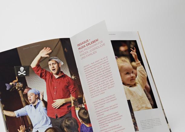 641-Broschüre-Rückdrahtheftung-halbe Innenseite-2077--1