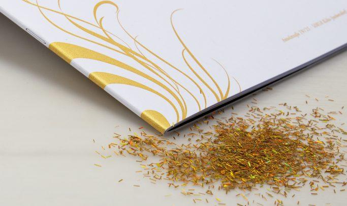 692-broschure-mit-gold-a4-3723-1