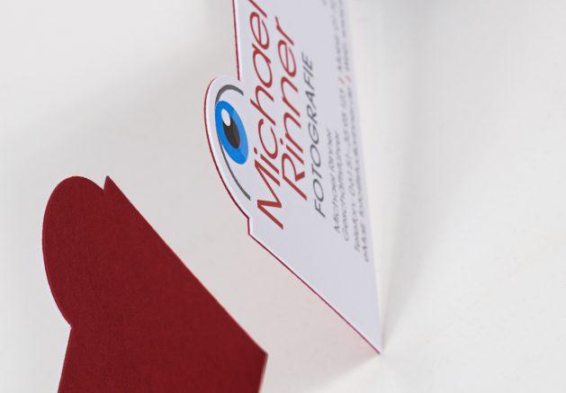 Kaschierte Visitenkarte, 2-lagig, roter und weißer Karton, Formstanzung