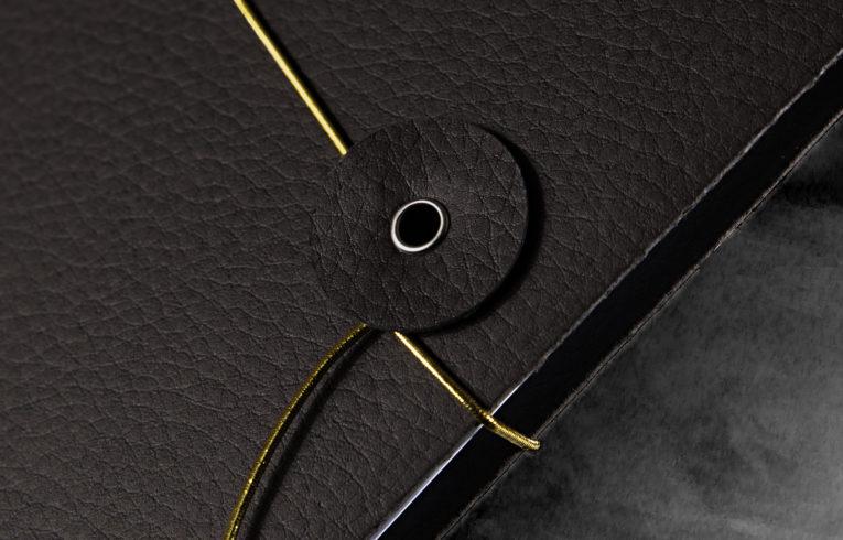 Individuell bedruckte Mappe mit Gummibandverschluss