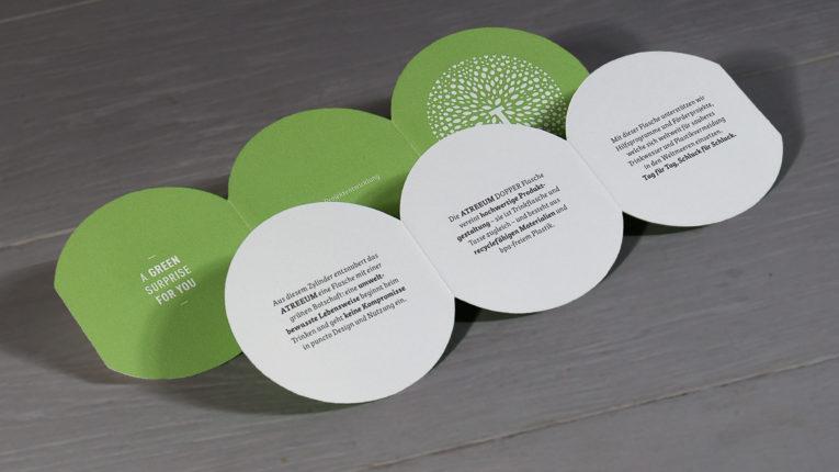 Folder mit Formstanzung auf Metapaper